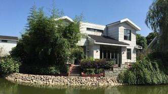 水晶湖畔.三千院开发商推出一套保留湖景别墅花园300平,总价580万左右!上海大观园3公里,不限购!