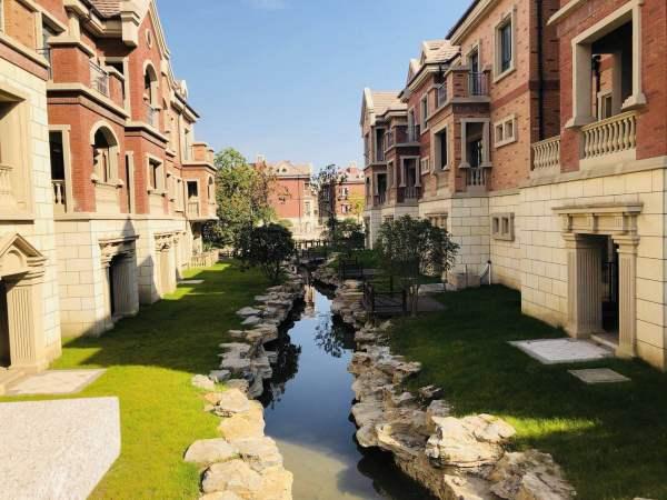在售房源:   二期純獨棟珍藏別墅     面積:260--500平     花園
