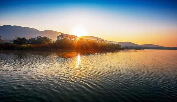 位于我国东部经济最发达的沪宁高速沿线宁镇山脉最高峰——海拔426米