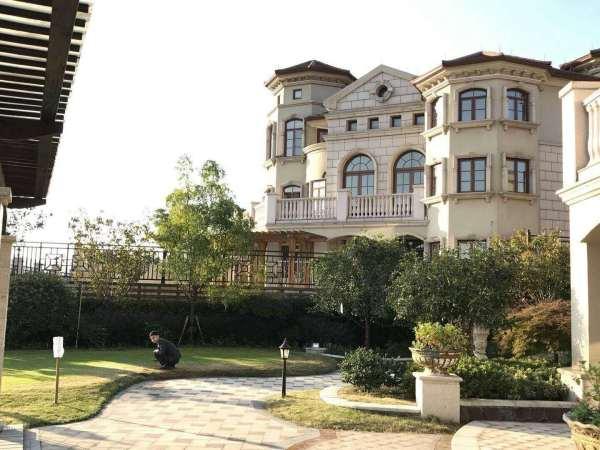 中澳美泉宫  美泉宫巴洛克欧式别墅,因高差地貌,景观视野,光线营构等