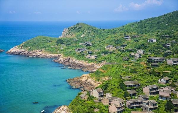 小区位于菜园镇黄泥坎村,靠近大海,将大海景观,城市配套和小区商住有