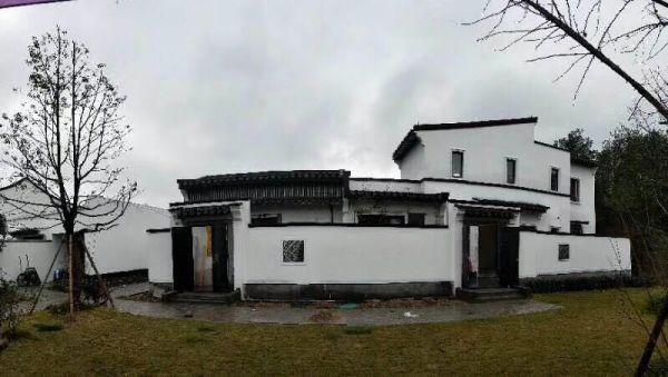 千岛湖云水江南中式合院别墅总价270万左右,赠送花园70平米左右,可