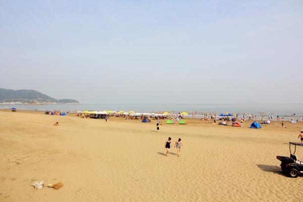 与您的家人,恋人,朋友,来到上海17英里私人沙滩上,在轻柔海浪的附和声