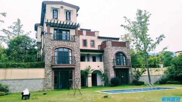 ⑺别墅与别墅之间拥有开阔的楼间距,不仅保证了别墅的私密性,更能享受