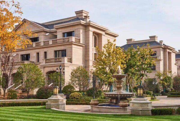 别墅品质:纯正法式建筑风情;创新石材干挂立面;对称极具仪仗感的园林图片
