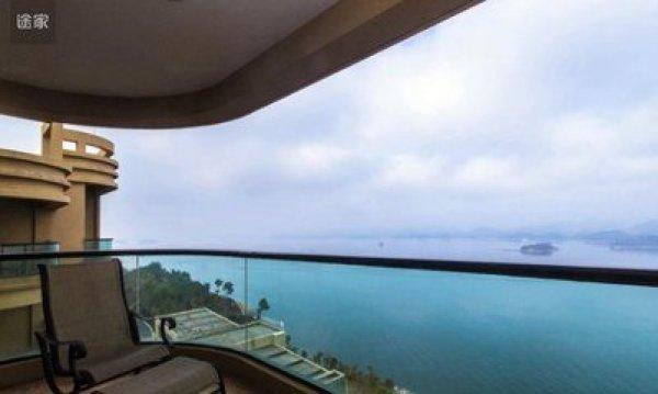 面向千岛湖最大的中心湖区,门口五星级开元度假村,阳光大酒店,千岛湖