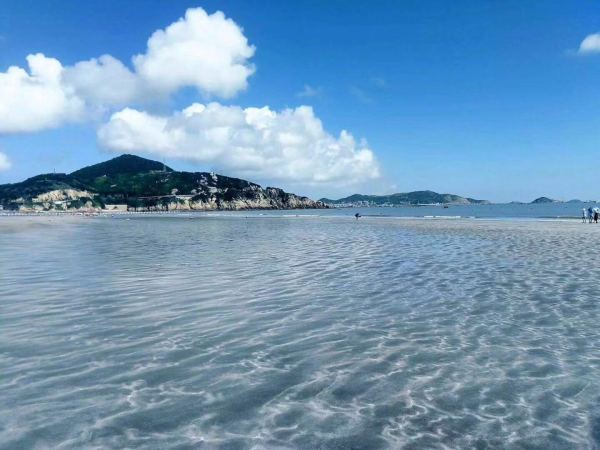 是浙江省最东部,舟山群岛最北部的海岛县,由404个大小岛屿组成.