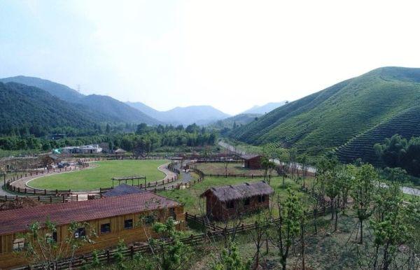 属吴兴西塞山省级旅游度假区,国家aaaa级风景旅游景区核心.