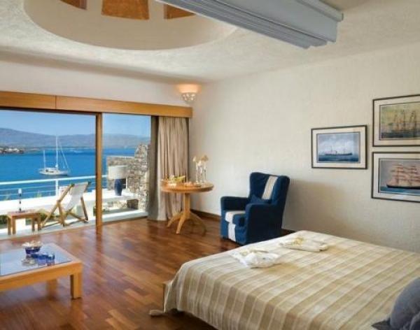 2,5星级酒店的装修标准,配置豪华按摩浴缸,私家观景阳台.