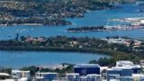 依灵亚半湾半岛公寓